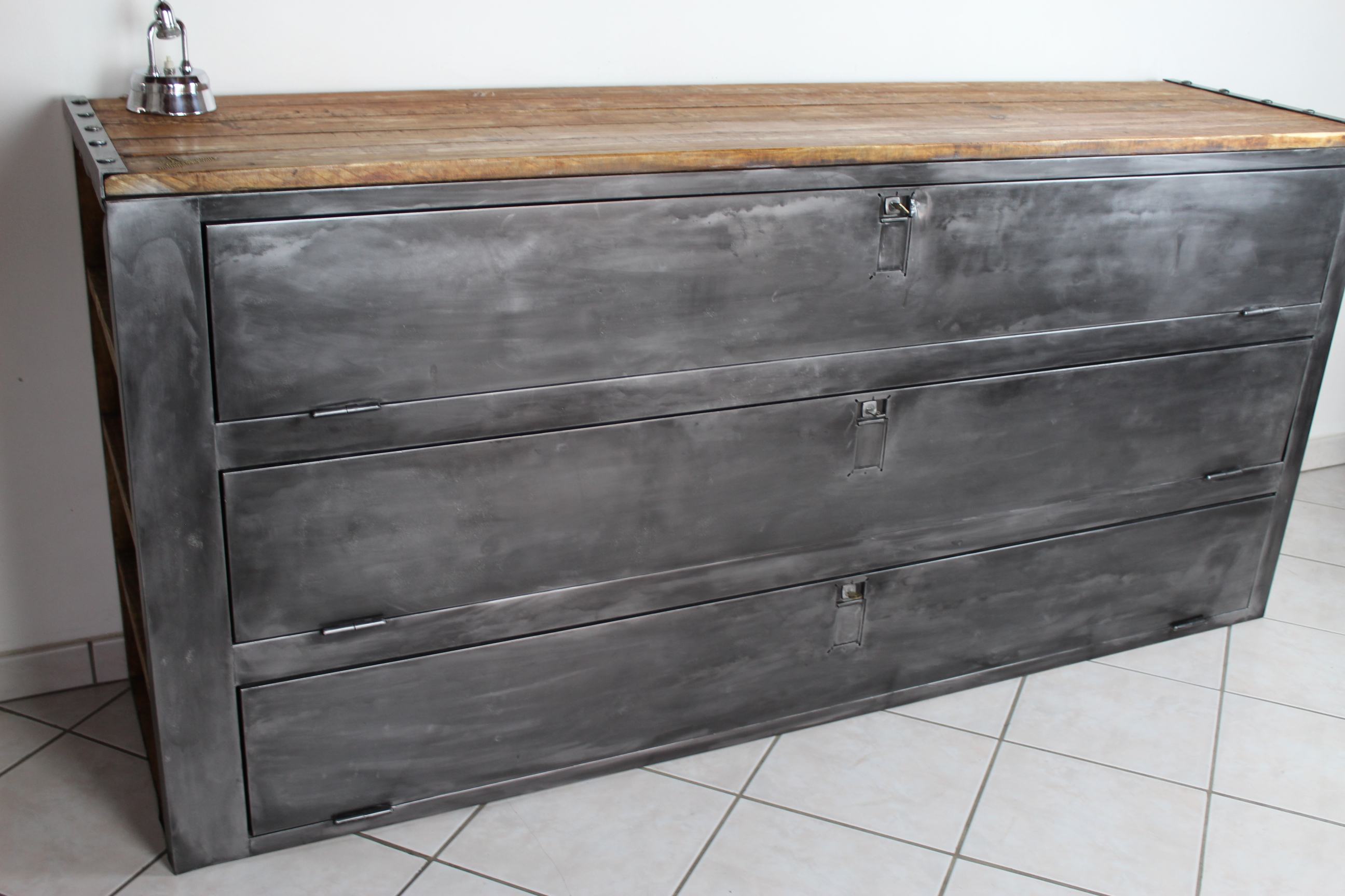 Buffet vestiaire industriel 3 portes loft industeel for Meuble buffet