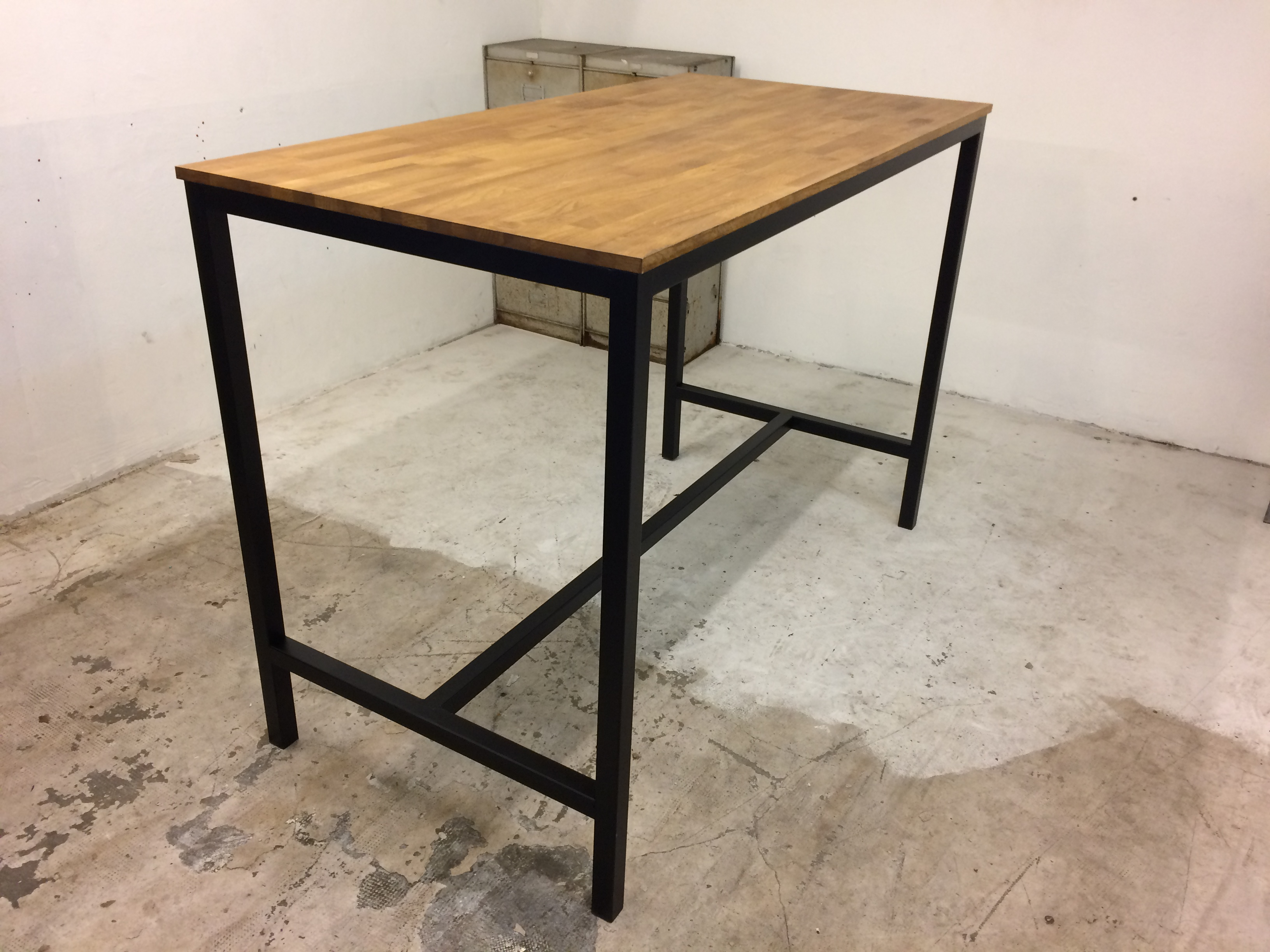 Table haute loft industeel for Table repas style industriel